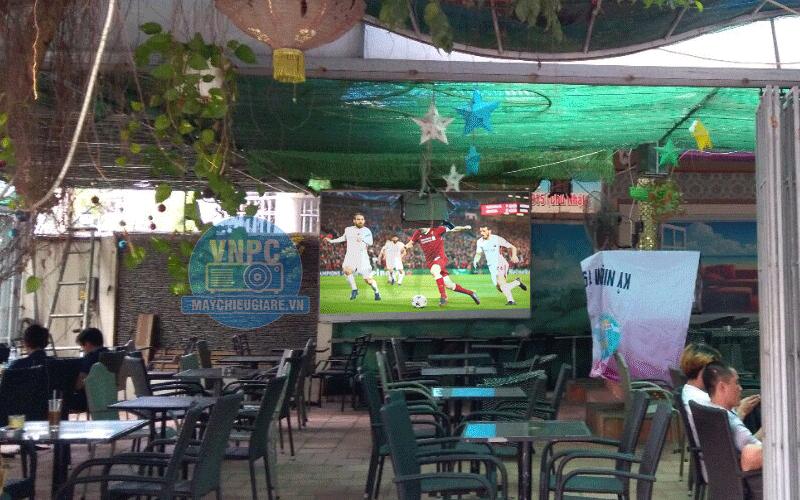Lắp máy chiếu phim HD & bóng đá K+ cho quán cafe tại Bình Dương