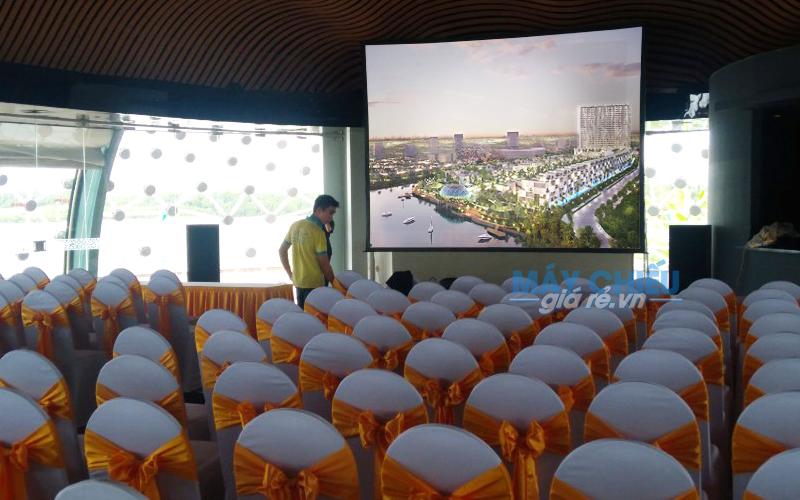 Cho thuê màn chiếu khung kích thước lớn giá rẻ nhất TpHCM, Hà Nội