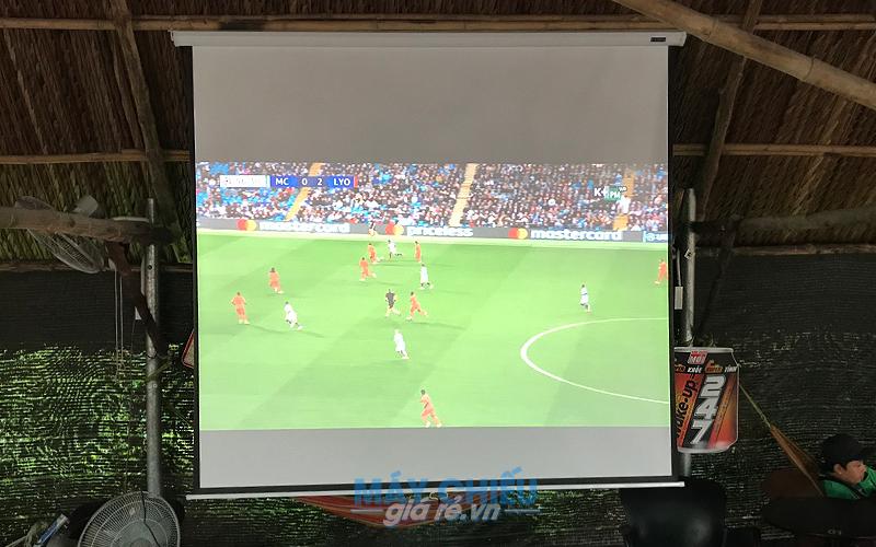 Lắp đặt máy chiếu xem AFF Cup 2018 cho quán cafe