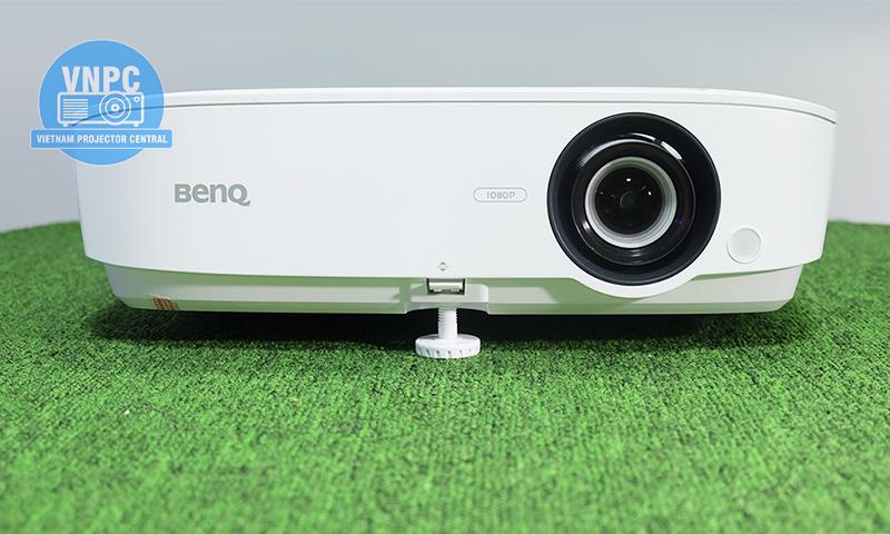 Máy chiếu BenQ MH534 thuộc dòng sản phẩm máy chiếu 3D Full HD