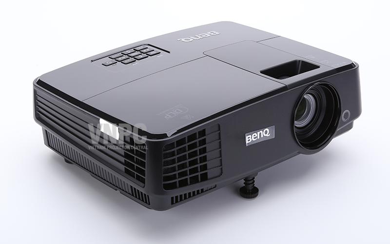 Thiết kế thân máy BenQ MS506 nhỏ gọn và trọng lượng nhẹ, thuận tiện di chuyển