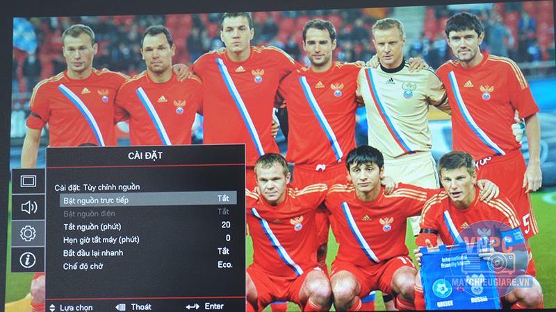 Ảnh chụp thực tế máy chiếu Optoma PS368 chiếu bóng đá