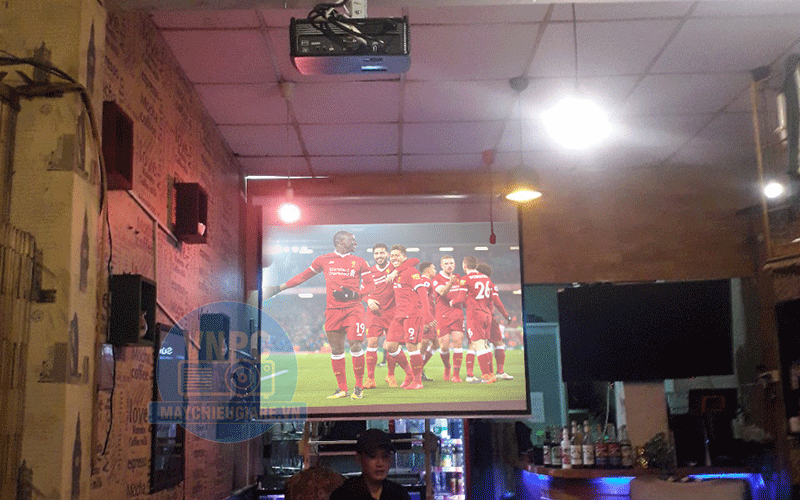 Lắp đặt máy chiếu bóng đá cho quán Cafe Fuji