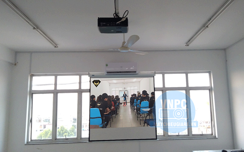 Lắp máy chiếu và màn chiếu dùng dạy học tại Quận Gò Vấp