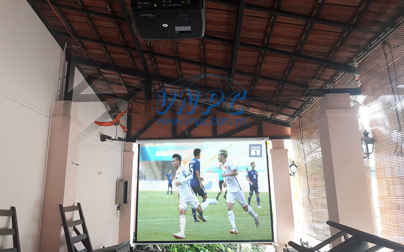 Lắp máy chiếu Optoma PX390 cho quán cafe xem bóng đá