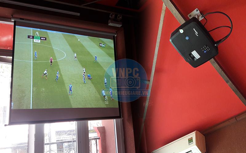 Lắp máy chiếu xem bóng đá Optoma PS368 cho quán Bar tại TpHCM