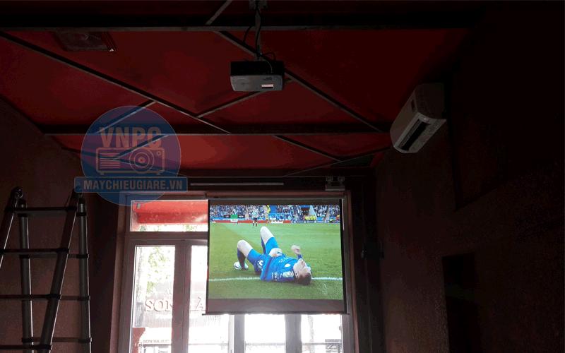 Lắp đặt máy chiếu Optoma PS368 chiếu bóng đá cho quán Bar