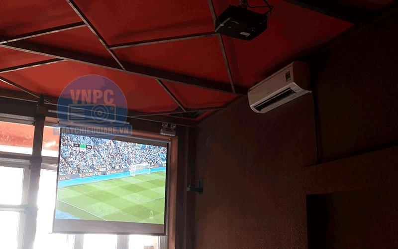 Lắp máy chiếu Optoma PS368 chiếu bóng đá cho quán Bar tại TpHCM