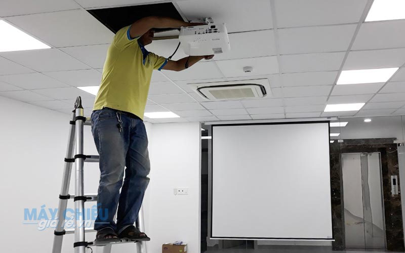 Lắp đặt máy chiếu văn phòng hội họp chuyên nghiệp