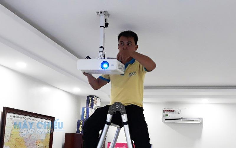 Lắp đặt máy chiếu treo trần chuyên nghiệp gia rẻ tại TpHCM & Hà Nội