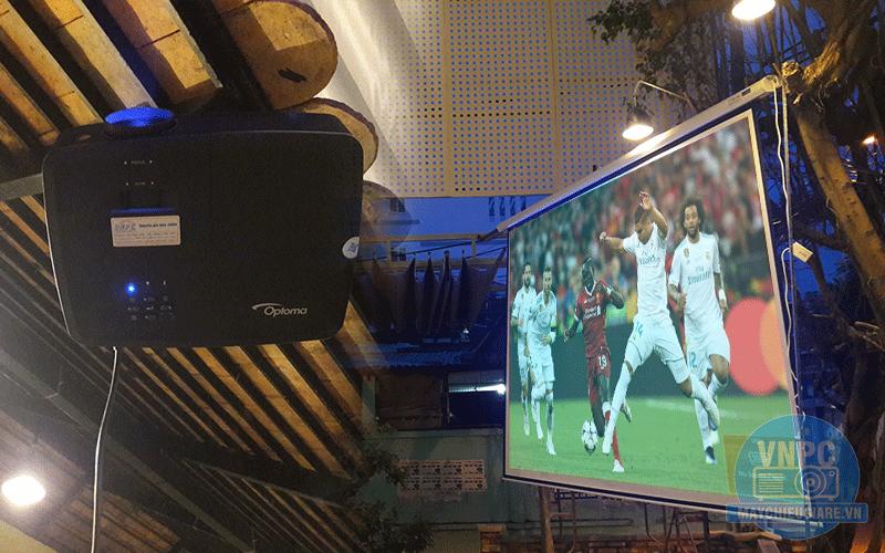 Lắp máy chiếu phục vụ World Cup Optoma PX390 cho quán Q cafe