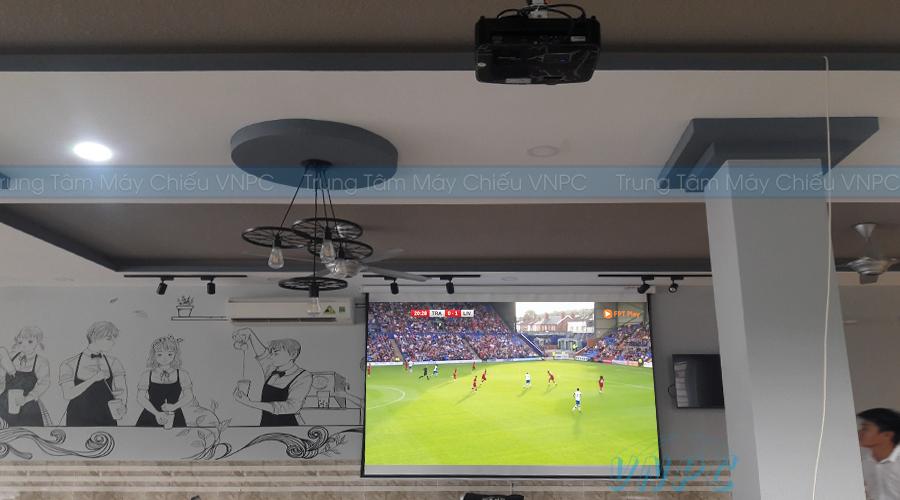 Lắp đặt máy chiếu bóng đá quán cafe