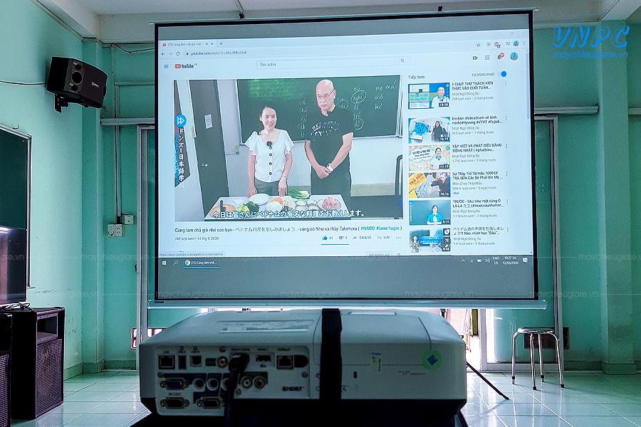 VNPC cung cấp máy chiếu cho trường học