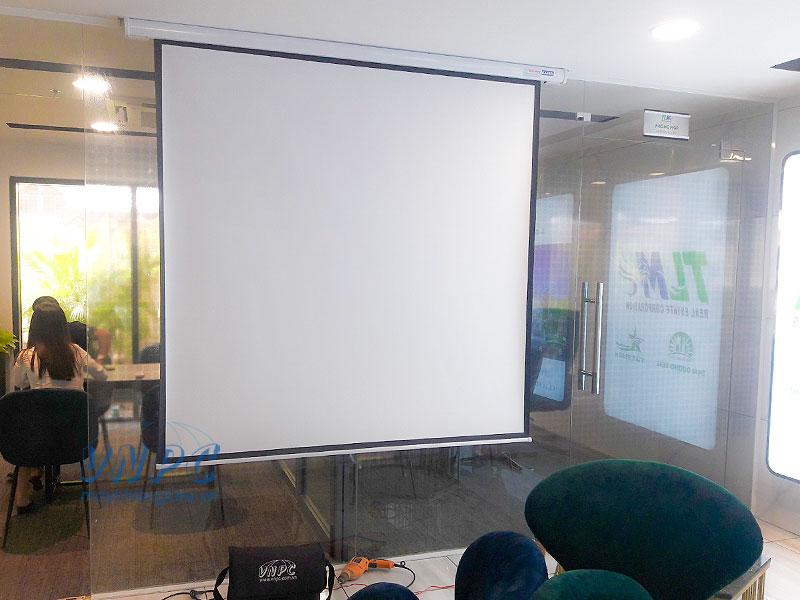 Màn chiếu điện 100 inch giá rẻ tại VNPC