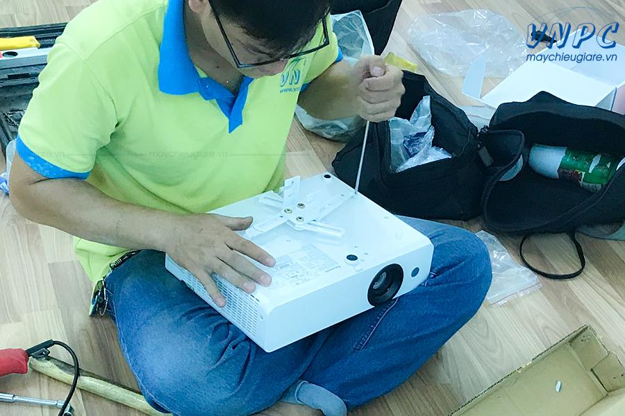 VNPC lắp đặt giá treo máy chiếu treo trần