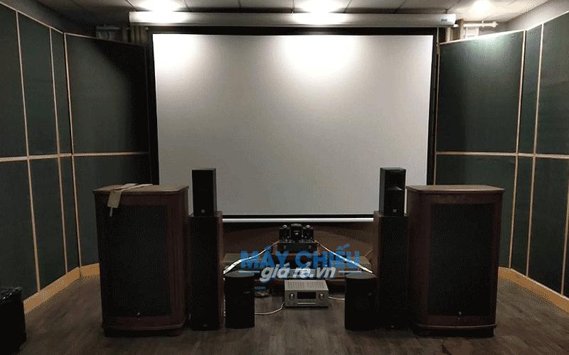 Lắp đặt màn chiếu điện cho phòng phim chuyên nghiệp