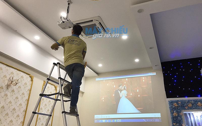 VNPC lắp bộ máy chiếu cho nhà hàng tiệc cưới Valentine's tại TpHCM