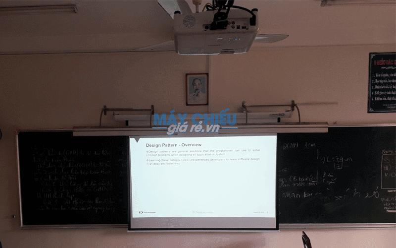 Lắp đặt máy chiếu và màn chiếu cho trường THCS Hoàng Hoa Thám