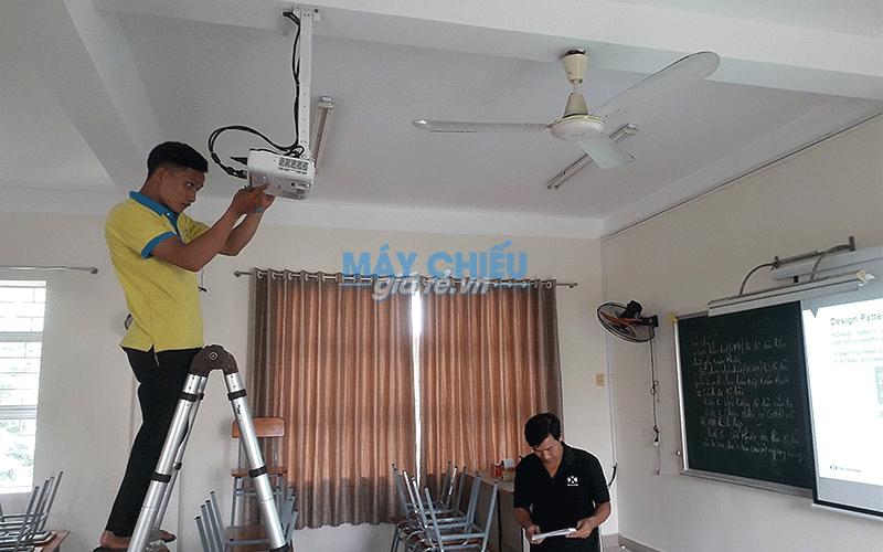 Lắp đặt máy chiếu Epson EB-X05 cho trường THCS Hoàng Hoa Thám
