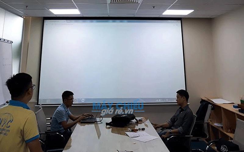 Lắp đặt máy chiếu Optoma HD27e và màn chiếu điện 150 inch cho công ty LACCO
