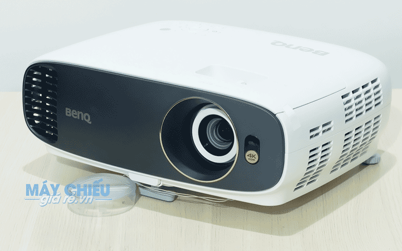 Máy chiếu 4K BenQ W1700 chính hãng giá rẻ nhất HCM và Hà Nội