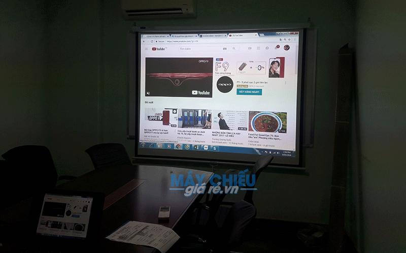Máy chiếu cho phòng họp nhỏ phục vụ thuyết trình tại văn phòng