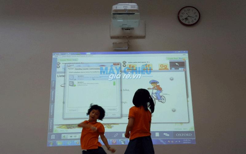 Lắp đặt máy chiếu tích hợp bảng tương tác thông minh