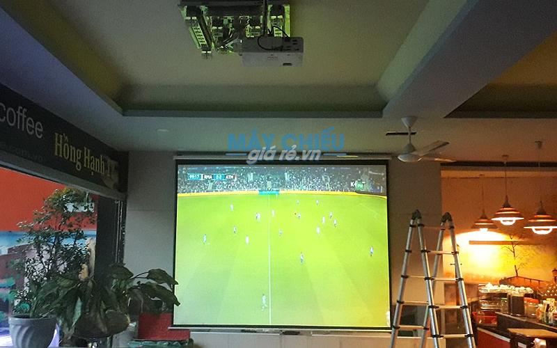 Máy chiếu tốt giá rẻ xem bóng đá cho quán cafe K+ đáng mua nhất 2018