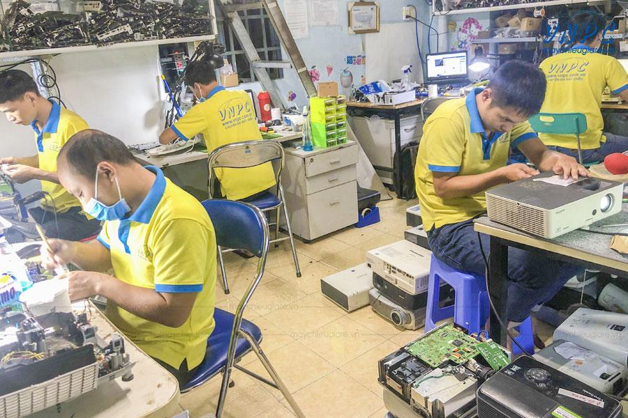 Trung tâm máy chiếu việt nam VNPC chuyên sửa máy chiếu Sony trên toàn quốc