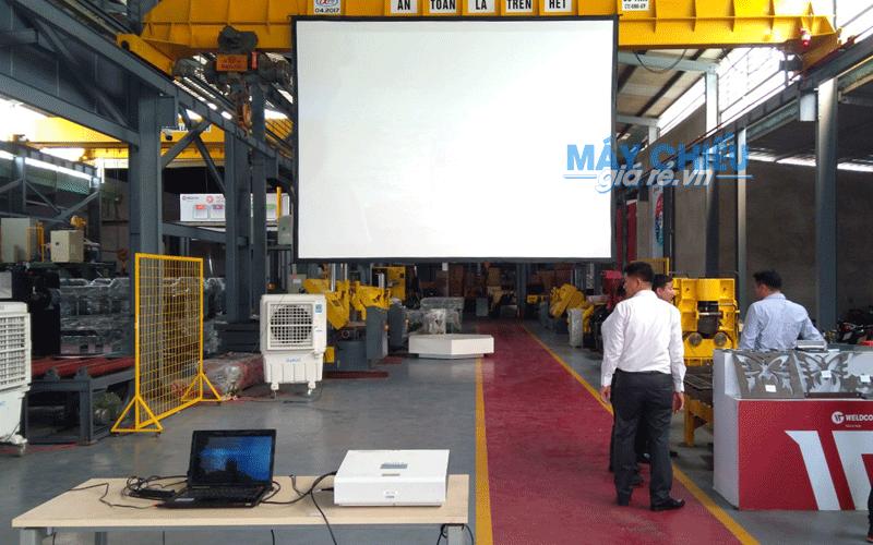 Cho thuê màn chiếu 300 inch giá rẻ tại TpHCM, Hà Nội