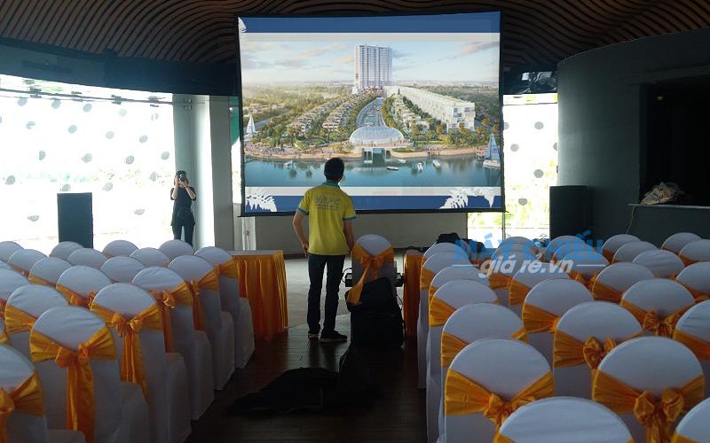 Cho thuê màn chiếu khung kích thước lớn giao nhận tận nơi tại TpHCM