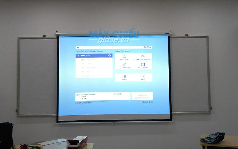 Lắp đặt màn chiếu cho phòng học tại Trường Cao Đẳng Dược Sài Gòn