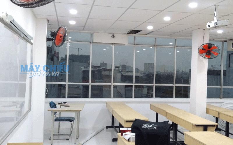 Lắp đặt máy chiếu và màn chiếu cho Trường Cao Đẳng Dược Sài Gòn