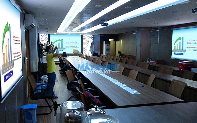 Lắp đặt máy chiếu và màn chiếu cho phòng họp tại MATXI S.G TpHCM