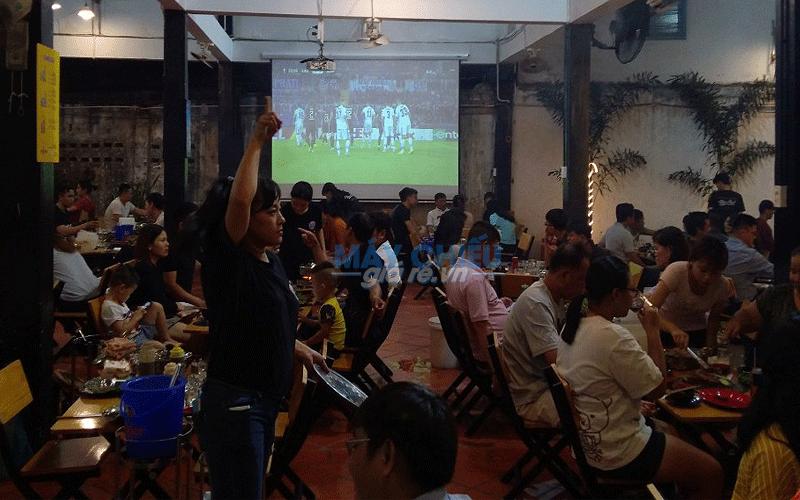 Lắp đặt máy chiếu xem bóng đá AFF Cup cho quán Bò Tơ Nhân Phát
