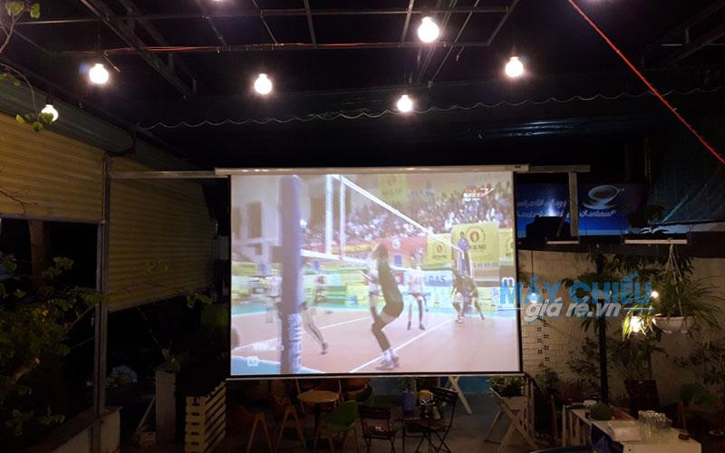 Lắp đặt trọn gói Máy chiếu và Màn chiếu cho quán cafe tại TpHCM