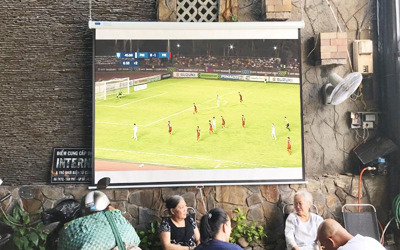 Lắp đặt máy chiếu Epson EB-2042 cho quán cafe ngoài trời
