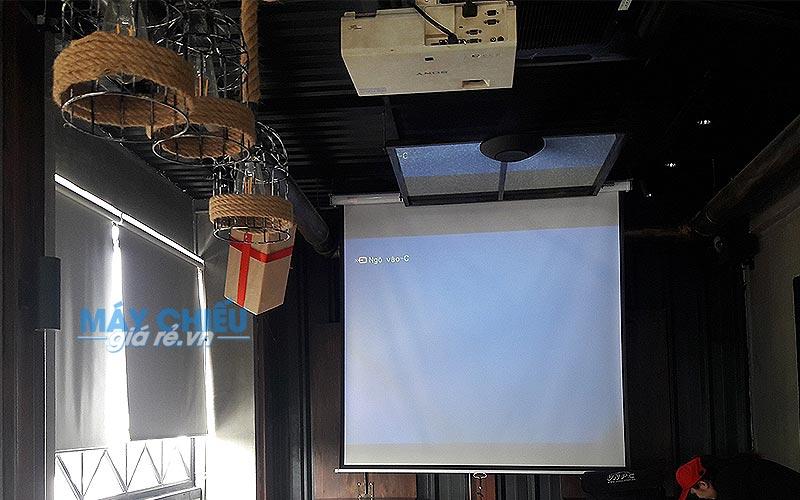 Lắp đặt màn chiếu treo tường 100 inch EXZEN cho Ding Tea Gò Vấp