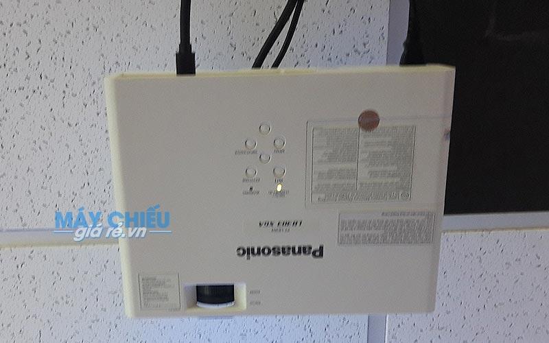 Máy chiếu Panasonic PT-LB303 cho văn phòng công ty tại TpHCM