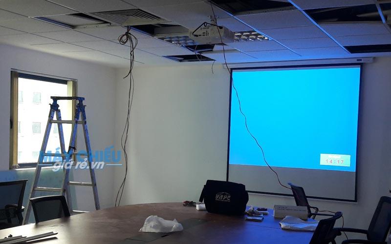 Lắp đặt máy chiếu Panasonic PT-LB303 cho văn phòng công ty
