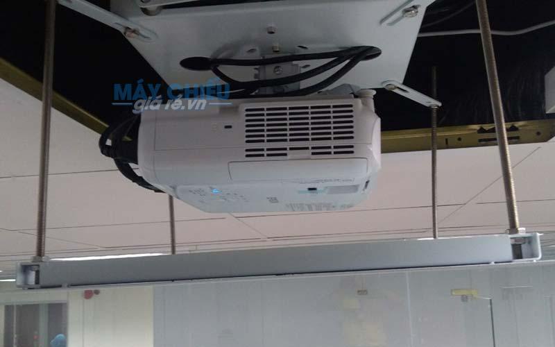 Lắp giá treo máy chiếu điện chuyên nghiệp tại TpHCM & Hà Nội