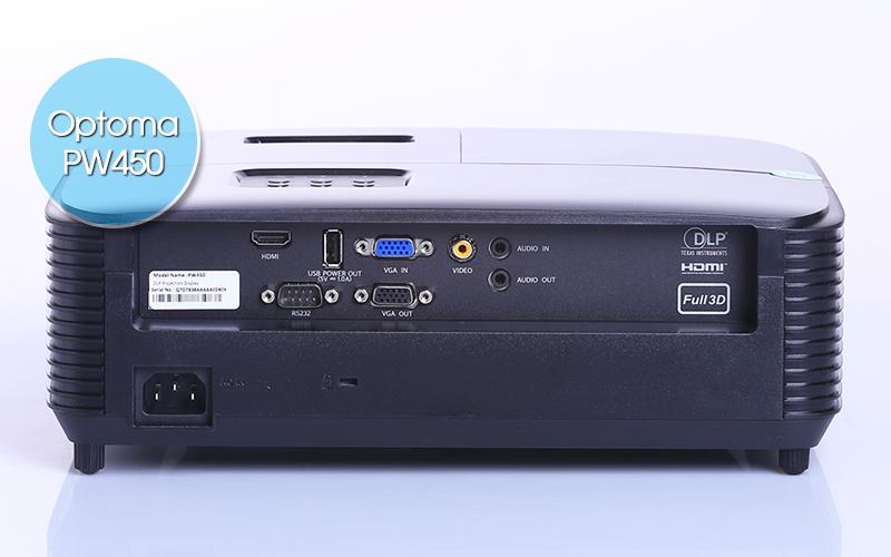 Optoma PW450 được trang bị rất nhiều cổng kết nối bao gồm HDMI, VGA và Video
