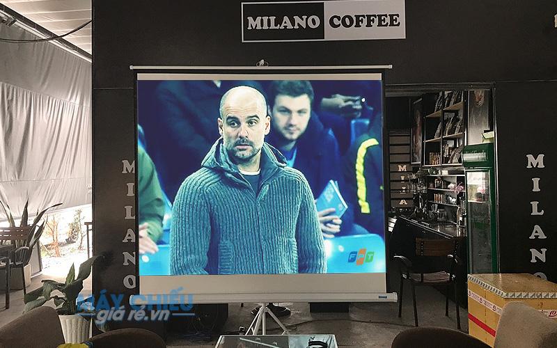 Máy chiếu độ sáng cao cho quán cafe vỉa hè cung cấp bởi VNPC