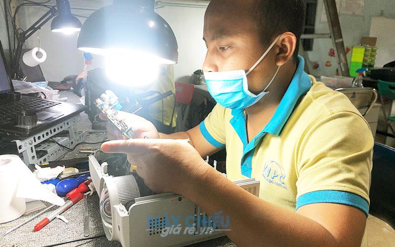 Dịch vụ sửa chữa & bảo trì máy chiếu chuyên nghiệp tận nơi tại Bắc Ninh