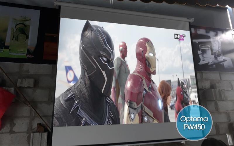 Máy chiếu Optoma PW450 chiếu phim HD trực tiếp từ đầu K+ sử dụng cáp HDMI