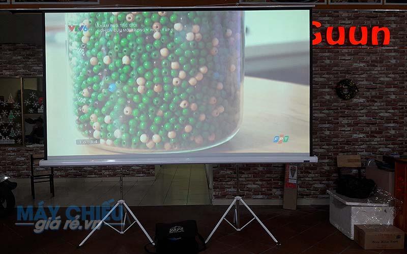 Màn chiếu di động 3 chân 150 inch do VNPC cung cấp sử dụng hội thảo sự kiện
