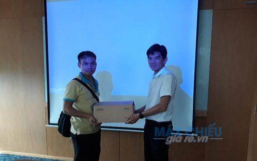 Bộ máy chiếu và màn chiếu độ sáng cao Máy chiếu Epson EB-2247U cung cấp bởi VNPC