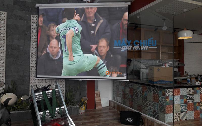Lắp đặt máy chiếu Optoma PW450 xem bóng đá cho quán cafe Origin