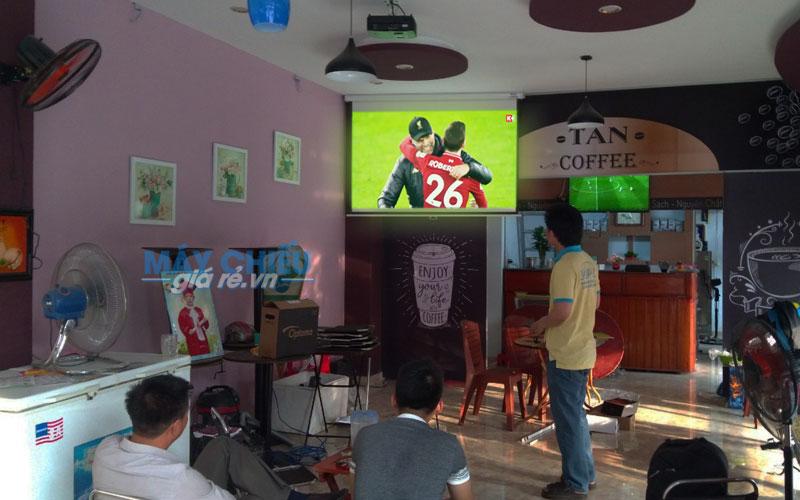 VNPC lắp đặt Optoma PW450 xem bóng đá cho quán TAN Coffee