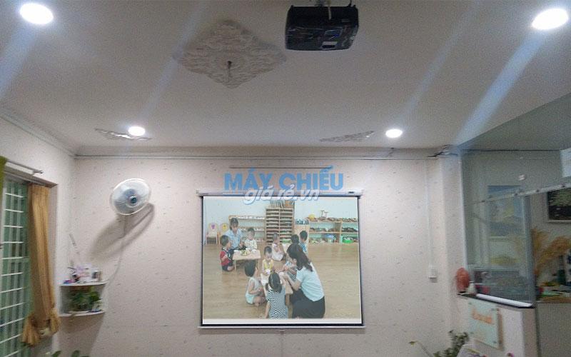 Bộ máy chiếu VNPC cung cấp cho trường mầm non Montessori